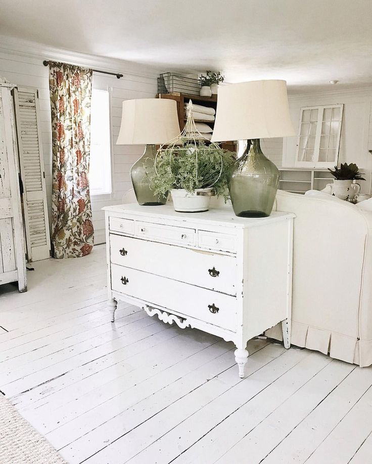 Distressed Farmhouse Living Room: Best 25+ White Distressed Dresser Ideas Only On Pinterest