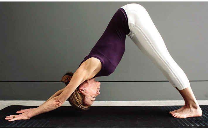 27-yoga-poses-desk-job-damage-04
