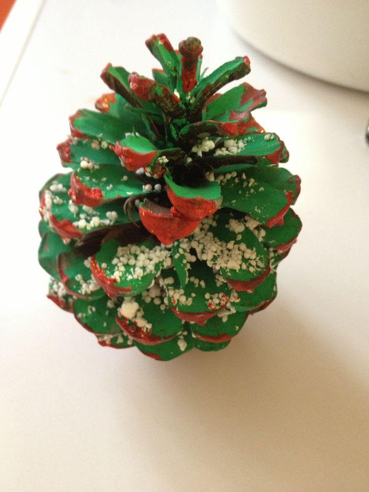 Arbolitos hechos con pi as manualidades de navidad para - Manualidades infantiles para navidad ...