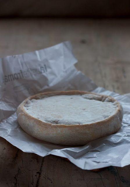 Reblochon is een Franse kaas, een gewassen-korstkaas. De kaas wordt geproduceerd in de Haute-Savoie,. Stamt uit de 13e eeuw. In die tijd moest de alpenboer een proportioneel deel van zijn melk moest afstaan aan de eigenaar van de weide. Wanneer de eigenaar kwam, dan werd het vee niet volledig gemolken. Na inlevering van de verplichte hoeveelheid en na het vertrek van de controleurs werd het vee opnieuw gemolken (re-blocher) en van die melk werd de Reblochon gemaakt.