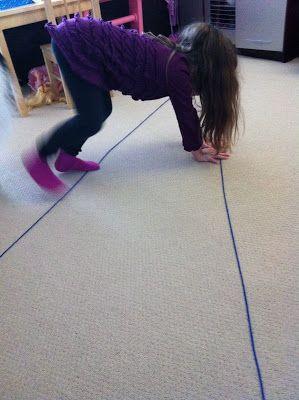 Loop over twee lijnen tegelijk / Walking The Line- gross motor activity