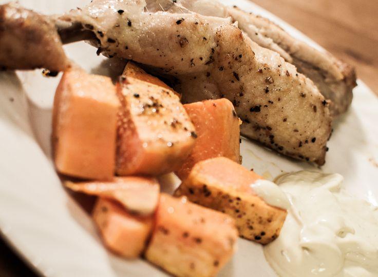 Kylling med søtpotet og avokadokrem (sunn og god middag) - http://www.matbok.no/kylling-med-sotpotet-og-avokadokrem-sunn-og-god-middag/