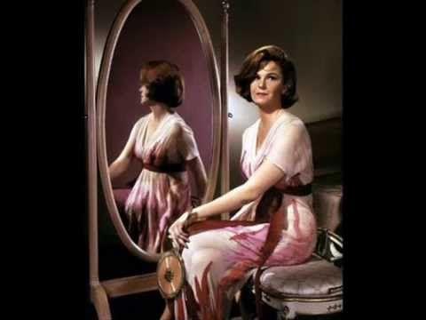 GERALDINE PAGE TRIBUTE ジェラルディン・スー・ペイジ(Geraldine Sue Page、1924年〜1987年)アメリカの女優。 8度もアカデミー賞にノミネートされ、女優演技部門においてメリル・ストリープ(19回)、キャサリン・ヘプバーン(12回)、ベティ・デイヴィス(11回)に次ぐ、歴代4位となる記録保持者である。 彼女が後進に与えた影響は大きく、その存在は現在のハリウッドを代表する大女優メリル・ストリープやミシェル・ファイファーにも受け継がれている。