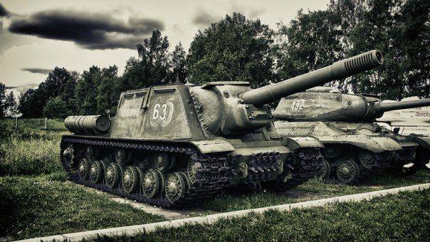 ИСУ-152 — «Зверобой». В Вермахте её называли «Dosenöffner» (с нем.—«консервный нож»).