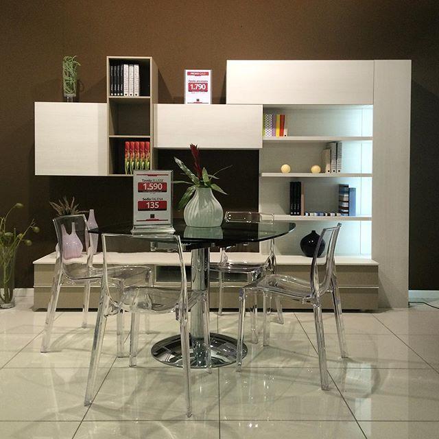 Parete attrezzata € 1.790 | tavolo allungabile € 1.590 | sedia € 135