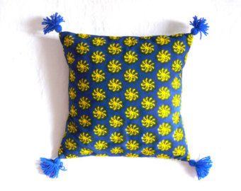 coussin wax et pompons soleil jaunes et bleu indigo