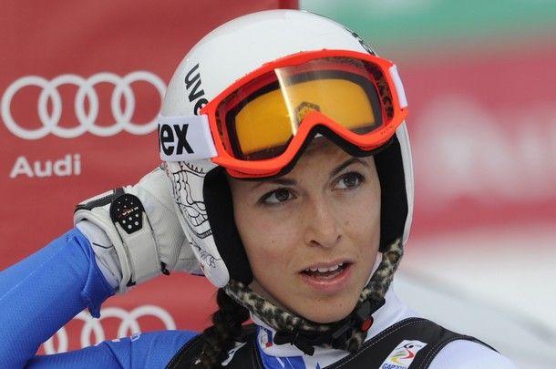 Elena Curtoni, caduta e frattura al malleolo