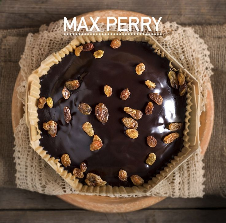 Κέικ Πραλίνα: Κέικ λαδιού γεμισμένο με νηστίσιμη πραλίνα υγείας και άρωμα κανέλας και επικάλυψη νηστίσιμης πραλίνας.