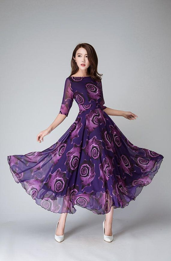 Dit is een print chiffon jurk, Purple maxi womens jurk.   DETAIL * paarse chiffon stof met bloemmotief * verbergen terug rits * Vrouwen jurk, partij jurk, avondjurk, trouwjurk, Bruidsmeisjesjurk * Lengte ongeveer 125 cm * Wassen met de hand of machine met koud water   SIZE GUIDE  Beschikbaar in vrouwen U.S. maten 2 tot en met 18, evenals aangepaste grootte en plus grootte.  Maattabel PDF https://img1.etsystatic.com/117/0/7768512/icm_fullxfull.88761713_kppuw4pg028...