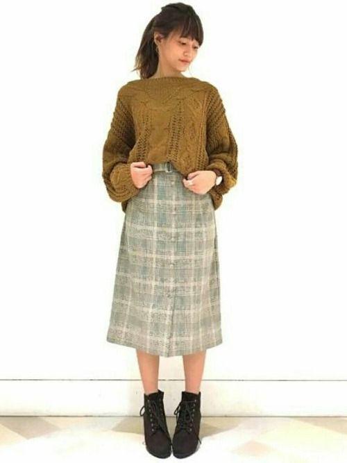 トレンドのグレンチェック柄の スカートにケーブルニットを 合わせた王道トラッドスタイル♪ アップスタ