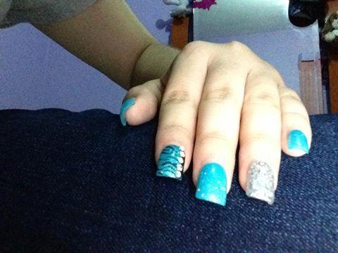 uñas acrilicas con piedra swarovsky acrilico color azul y plateado ...