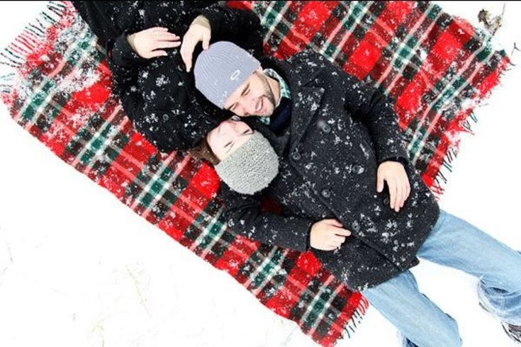 A snowy engagement photo shoot | Credit: A Simple Photograph