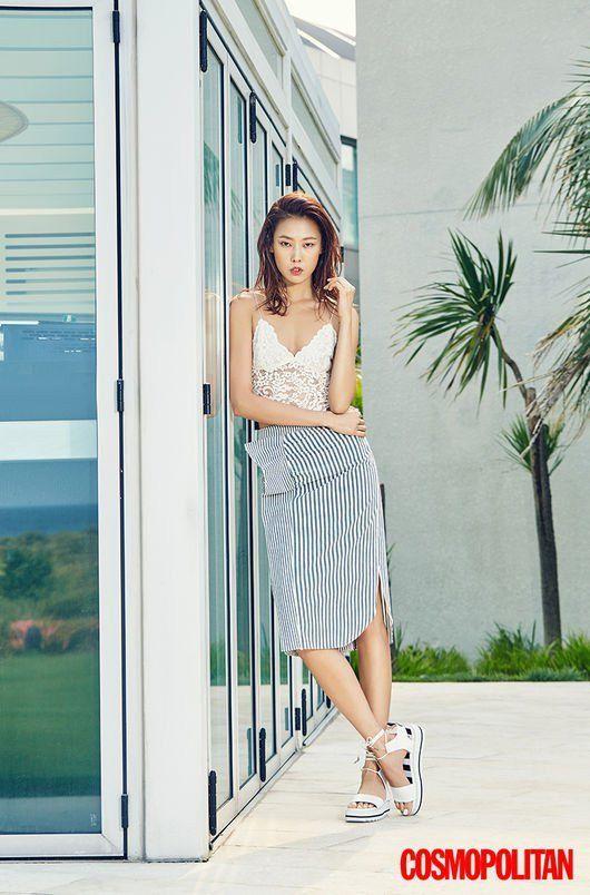 Han Hye Jin Rocks Summer Beach Looks for Cosmopolitan | Koogle TV