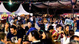 El sábado y domingo llega el Food Fest BA #EdiciónPatria en La Rural   Platos típicos y música nacional y popular en vivo serán los condimentos elegidos para celebrar una nueva fecha del festival gastronómico Food Fest BA. Se trata de una cita para toda la familia que se realizará los días 8 y 9 de Julio en el marco de la celebración del día de la Independencia.  Ingreso por Plaza Italia - ENTRADA GRATUITA  Buenos Aires Julio de 2017.- La Rural se prepara para recibir una edición especial…