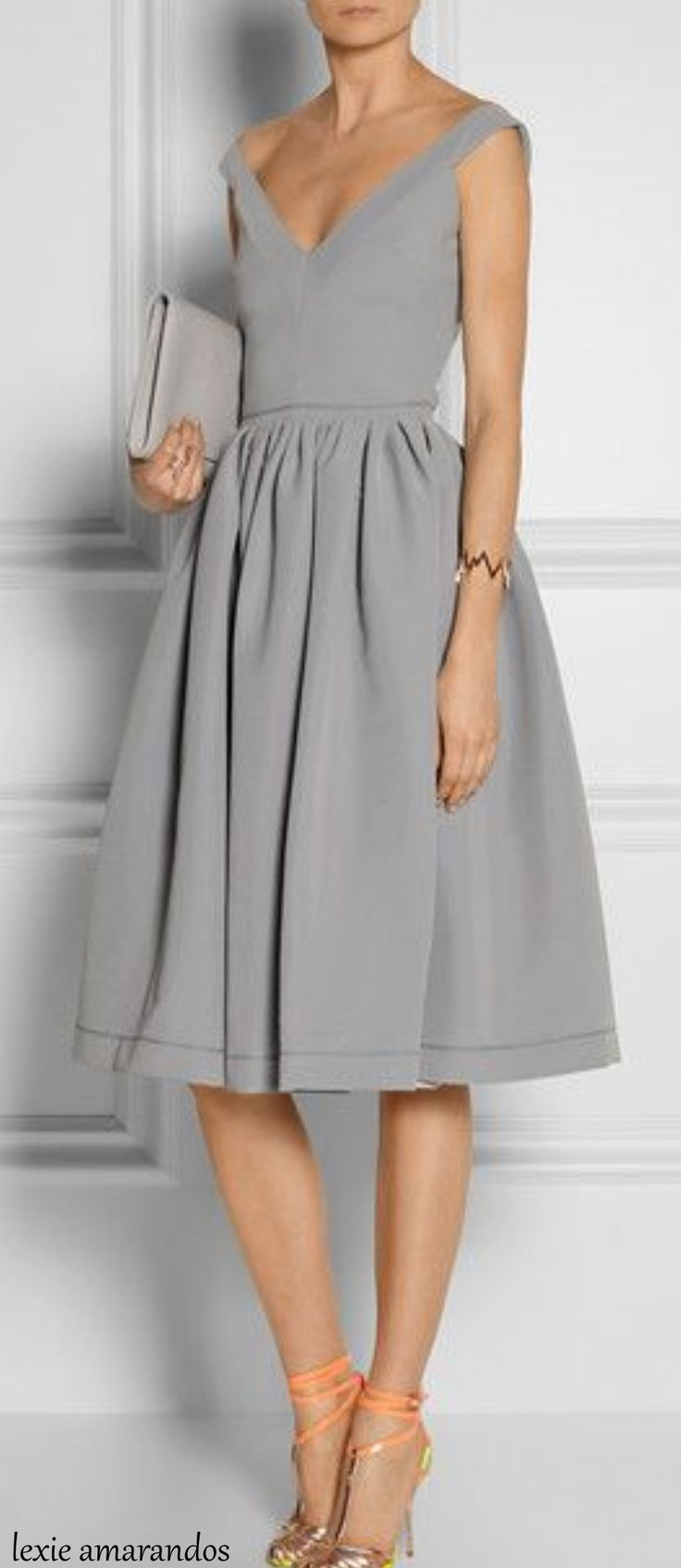 Beautiful dress. Wonderful for tall and thin women. Elegant and classic.