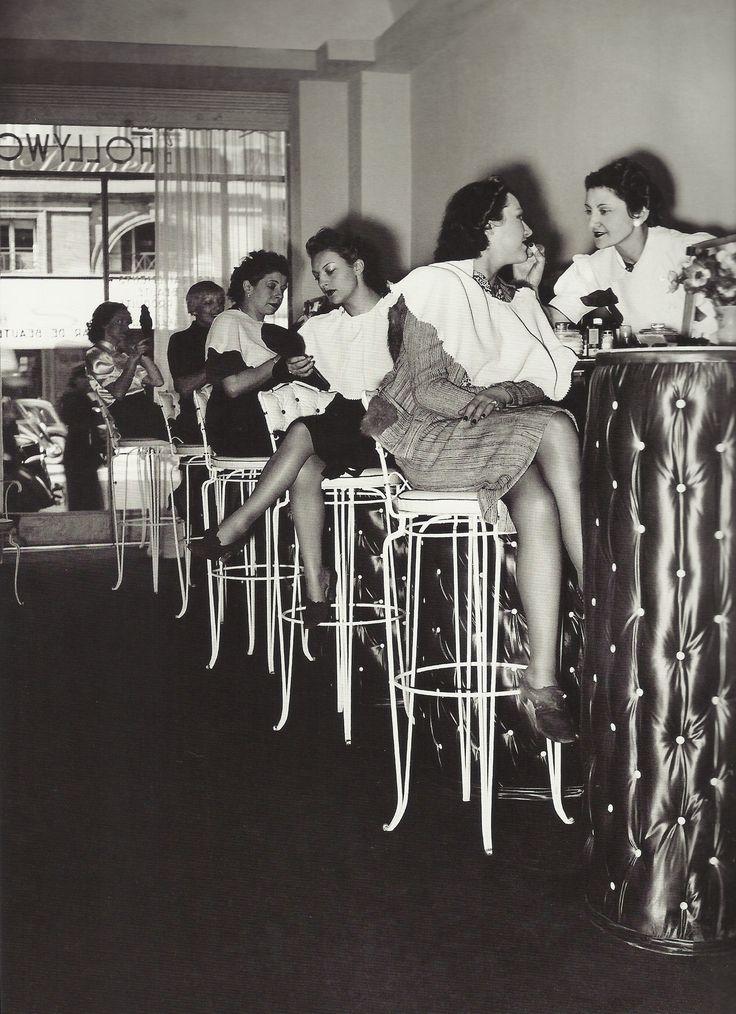 """Paris 1938  Rue Royale  """"Un institut de beauté façon """"bar de beauté"""""""