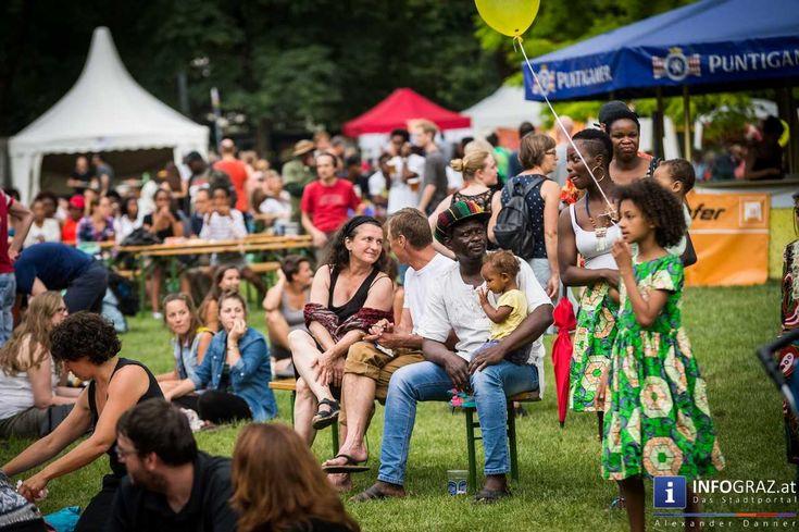 Bilder vom CHIALA Afrika Festival 2016 im Augartenpark Graz  Das Grazer #CHIALA #Afrika #Festival zählt seit langem schon zu einem der großen Fixpunkte des Stadtfeste-Kalenders. Zur 13. Ausgabe des dreitägigen Open-Air-Festivals kamen dieses Wochenende wieder Tausende in den Augartenpark um afrikanische Kunst und Kultur zu erleben und dabei die vielfältige Gesellschaft gemeinsam zu feiern.