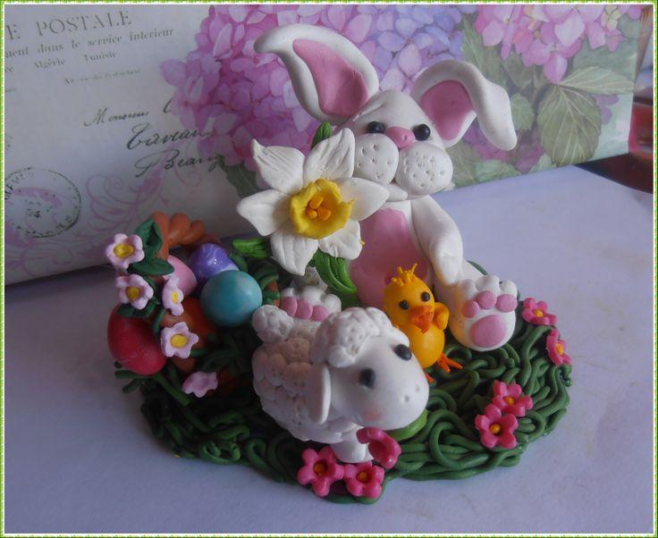 Pasqua è alle porte, ho creato un simpatico coniglietto come centro tavola  col cesto di uova, una dolce pecorella e un piccolo pulcino ^__^ ideale come centrotavola Pasquale.   Per Info contattatemi