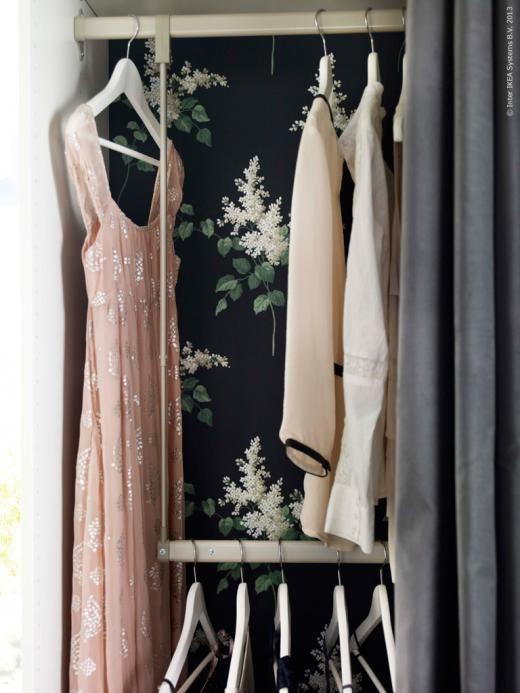 KOMPLEMENT inredning till PAX garderober kan få ordning på både korta och långa plagg på samma gång.