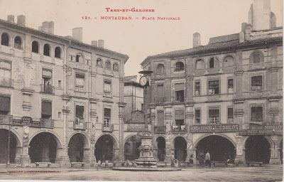 Cartes postales de mes tiroirs: Montauban Place Nationale (Labouche)