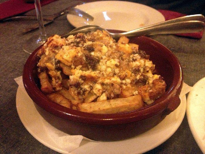 Huevos revueltos con butifarra y patatas fritas en el - Restaurante tokyo barcelona ...