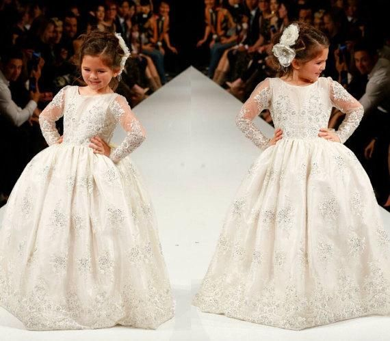 2016 Princess Flower Girls Dresses Long Sleeves Custom Made Lace Designer First Communion Dresses Appliques Children Pageant Dresses