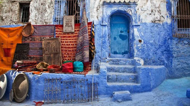 Chefchaouen is best known for its blue buildings, painted in a spectrum of soothing hues. If you want to escape the city, make sure to check out the nearby Rif mountains and the Cascades d'Akchour!