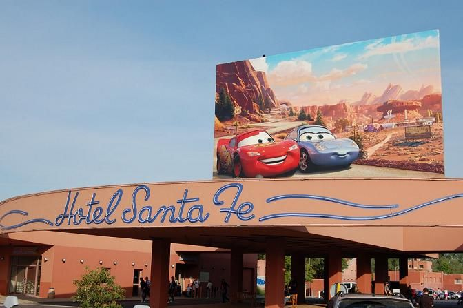 El Disney Hotel Santa Fe, uno de los hoteles más emblemáticos de Disneyland® Paris, se ha renovado por completo bajo la temática de la película Cars