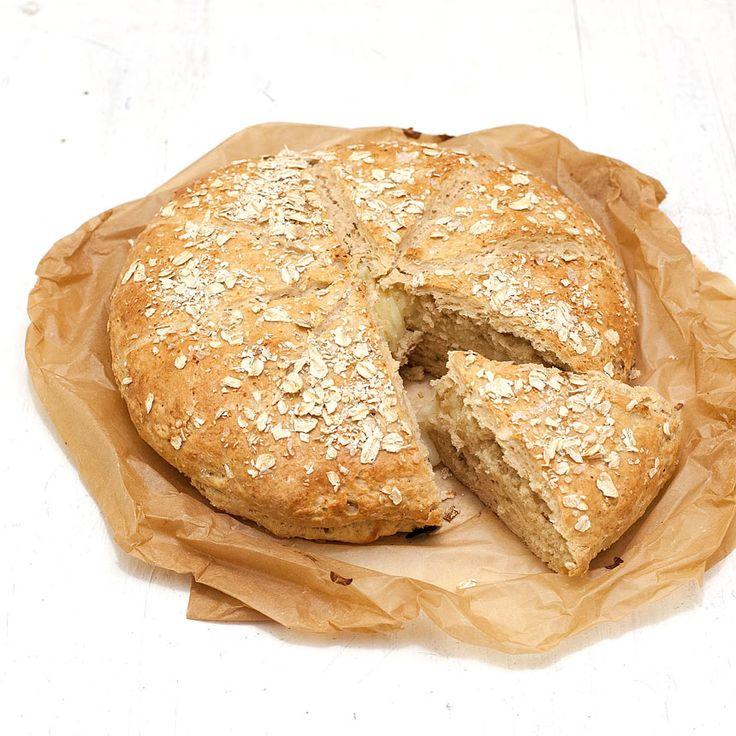 Ett enkelt och gott ostfyllt bröd som bakas i ett kick!
