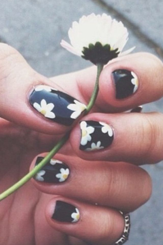 Daisy nails- this look could work for both everyday and game day!