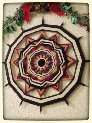 Mandala Navidad. Hecho en lana 100% y varillas de raulí. Diseño exclusivo Atavikal.