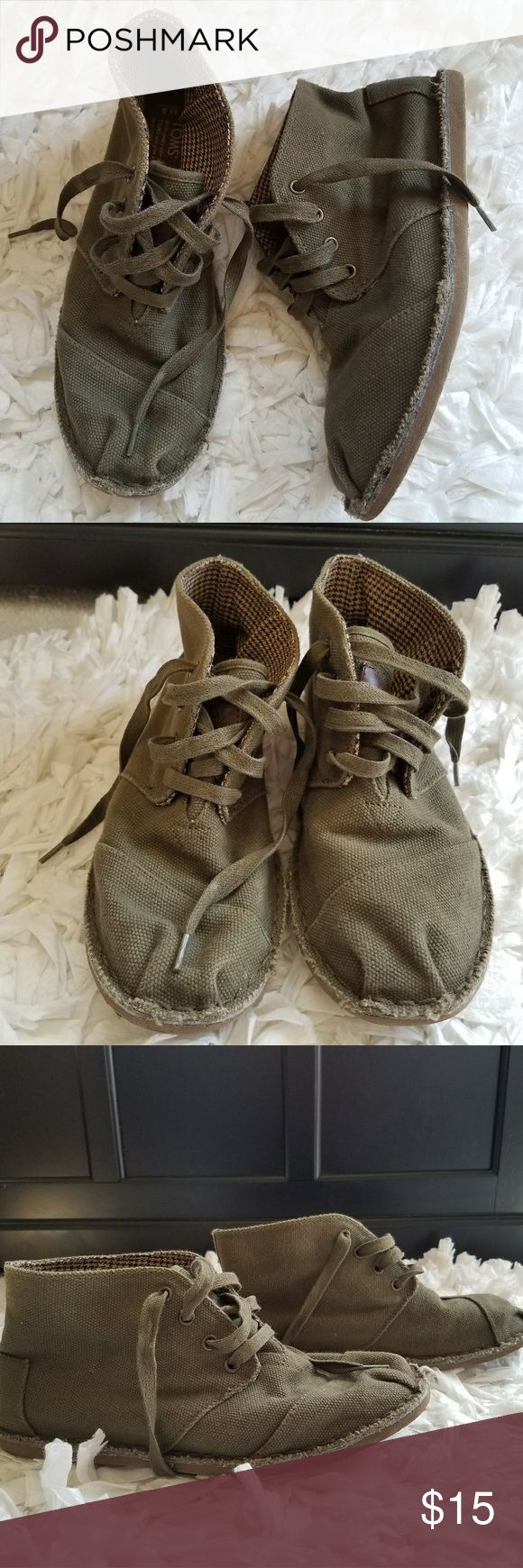 Men's TOMS Desert Botas Casual Canvas Toms  Size 8, men's  Olive Green In excellent condition, wear on the bottom as shown in photo. TOMS Shoes