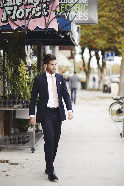 ネイビースーツ着こなし,ピンクニットタイ,白シャツ,navy blue suit