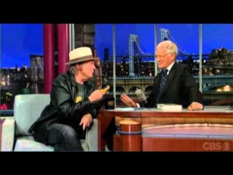 Neil Young al David Letterman Show del 27-9-12 Pono Player