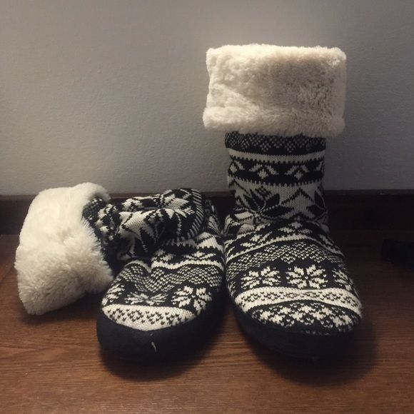 Muk Luks Black and White Slipper Boots! These are a pair of Muk Luk slipper boots that I got at dEliA*S that have only been worn once. In perfect condition! Super soft and comfy! Muk Luk Shoes Slippers