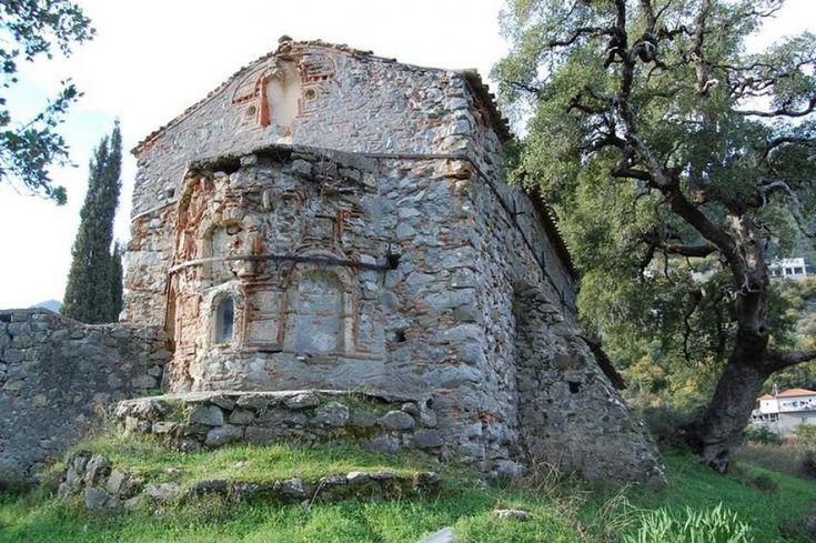 Κινδυνεύει με κατάρρευση βυζαντινός ναός στο Λογκανίκο! (ΦΩΤΟ)