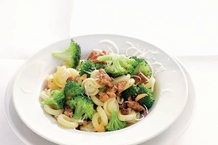 Pasta broccoli e salsiccia - Recept - Allerhande