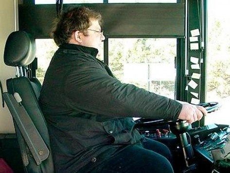 [NewsIt.gr: Παράξενες Ειδήσεις | Στην Τανζανία στέλνουν τους υπέρβαρους οδηγούς λεωφορείων για αδυνάτισμα ]--- Γιατί είναι παράξενο; Οι πολύ παχύσαρκοι έχουν μειωμένα αντανακλαστικά, υποφέρουν συχνά από υπνική άπνοια ( με αποτέλεσμα να νυστάζουν συχνά κατά τη διάρκεια της ημέρας), έχουν αυξημένες πιθανότητες οξέων καρδιαγγειακών συμβαμάτων κ.λ.π. Επομένως υπάρχει κίνδυνος όταν οδηγούν. Εξάλλου δεν απολύονται και έχουν περιθώριο διόρθωσης του βάρους τους. Δεν είναι ρατσισμός, είναι πρόνοια.