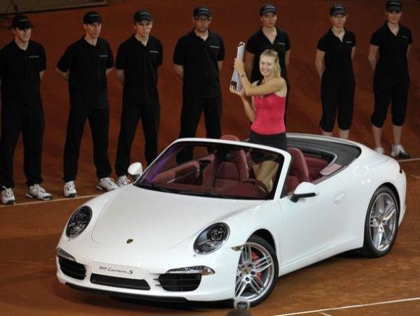 Maria Sharapova in masina Porsche castigata la Stuttgart