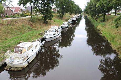 Minder boten door het Koning Willem-Alexanderkanaal