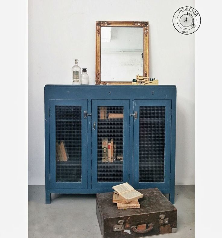 Credenza Bassa / Vetrinetta Industriale con vetri retinati #sideboard #credenza #credenzaindustriale #oldies #vintage #mirror