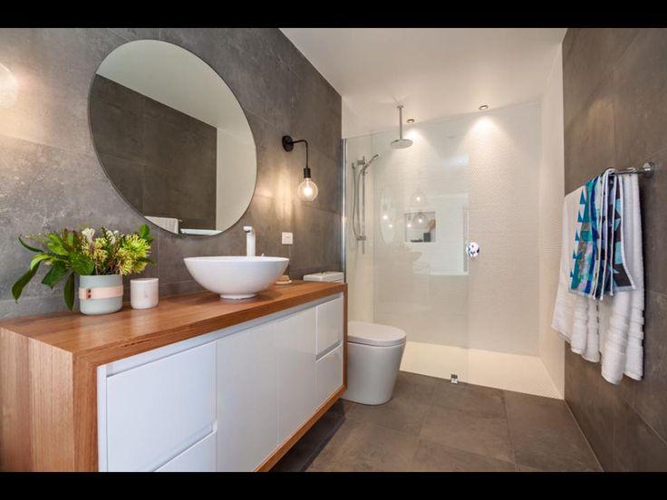 Feature shower area - Bathroom