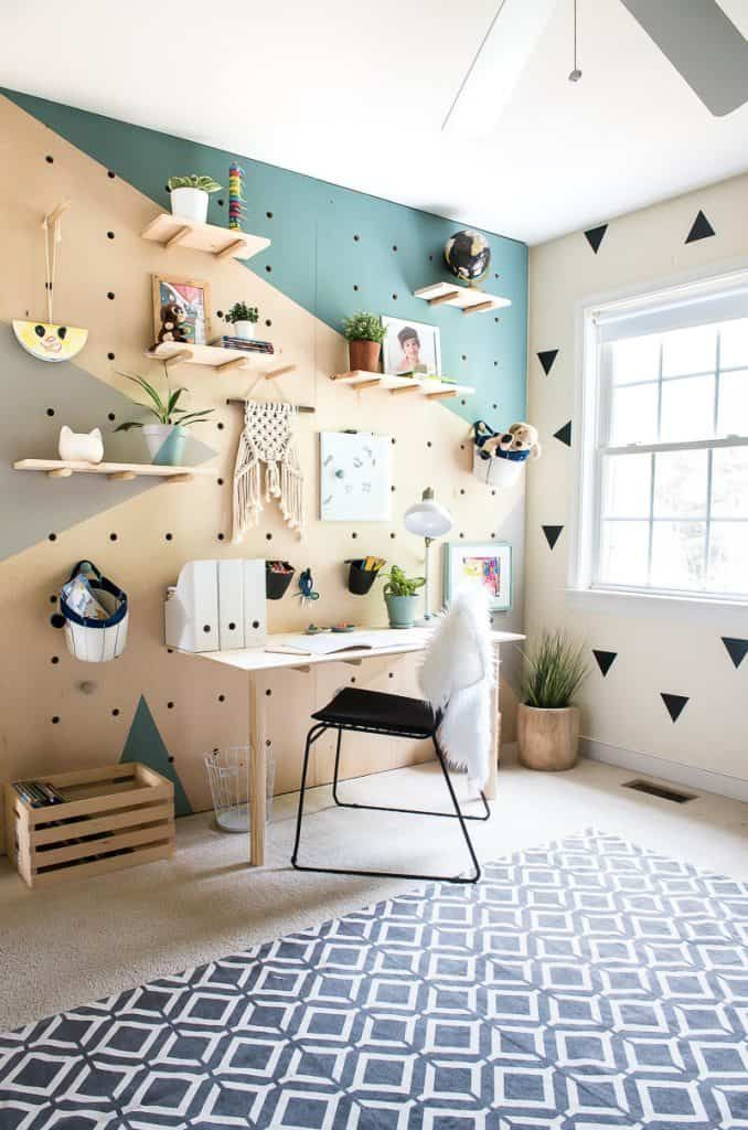 DIY PLYWOOD PEGBOARD WALL. SO COOL AND CHIC!