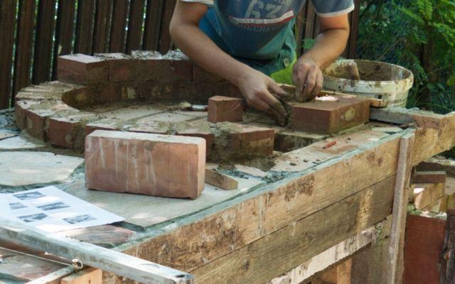 pizzaofen-garten bauen feuerfestem zement klinkerziegel