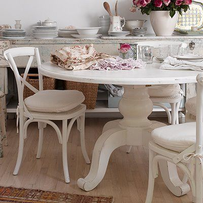 Shabby Chic diningDining Room, Shabby Chic, Kitchens Tables, Pink Kitchens, Small Spaces, Round Tables, Shabbychic, Dining Tables, White Kitchens