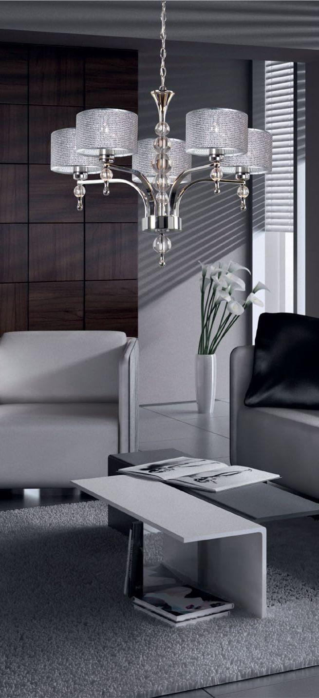 Chromowana lampa Zuma Line Jewellery z kloszami ozdobionymi drobnymi kryształkami w stylu glamour. Światło efektownie załamuje się na licznych szklanych elementach i zapewnia ciekawe oświetlenie wnętrza.