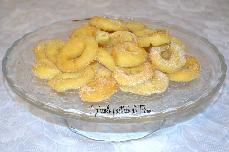 """. I taralli di patate dolci sono un dolce tipico del periodo di carnevale del leccese  componente principale la cosiddetta patata """"americana"""" perchè originaria dell'America Centrale, o patata dolce e chiamata in dialetto """"patana""""."""