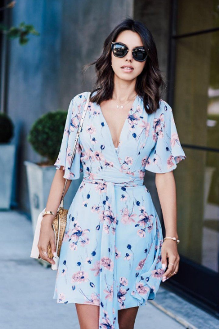 Pin for Later: 19 Flattering Summer Outfits For Girls With Big Breasts