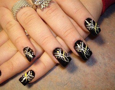 Manicure brillante tendencia del momento http://www.salonpro.com.co/news/489/71/Manicura-brillante-tendencia-del-momento.htm