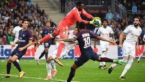 Resumen y goles del Marsella - PSG (2-2) de la Liga francesa http://www.sport.es/es/noticias/liga-francia/cavani-salva-psg-tiempo-anadido-6371835?utm_source=rss-noticias&utm_medium=feed&utm_campaign=liga-francia